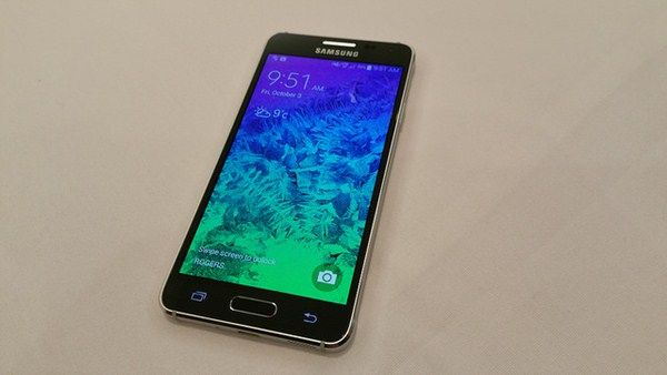 Samsung Galaxy Alpha with HD Super AMOLED Screen