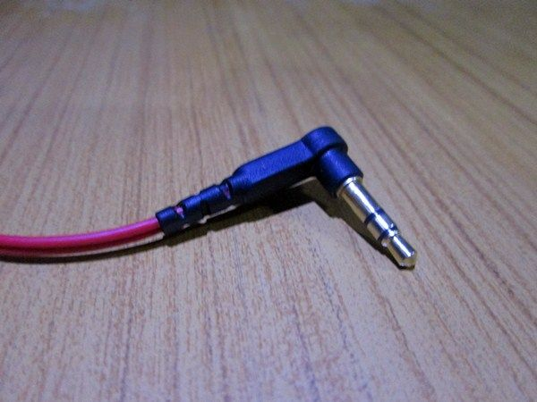 SoundMagic ES18-Review - L-shaped Jack