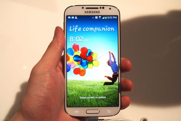 Best Smartphones Under 15000 - Samsung-Galaxy-S4-phone-under-15000